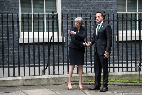 Full Length「Theresa May Holds Talks With Ireland's Taoiseach」:写真・画像(7)[壁紙.com]