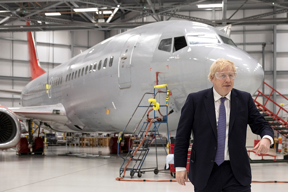 Visit「Boris Johnson Campaigns At The International Aviation Academy」:写真・画像(19)[壁紙.com]