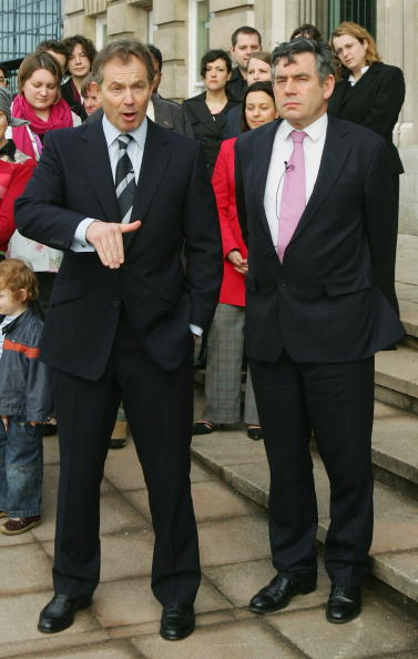 全身「Blair And Brown United In Their Aim To Win A 3rd Term」:写真・画像(9)[壁紙.com]