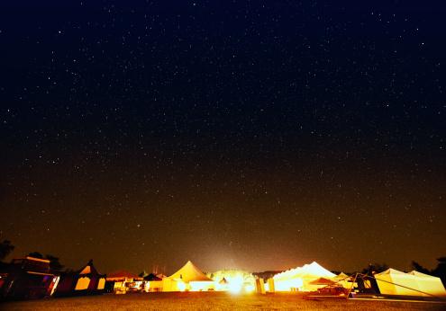 お祭り「夜の空のフェスティバルグラウンド」:スマホ壁紙(8)