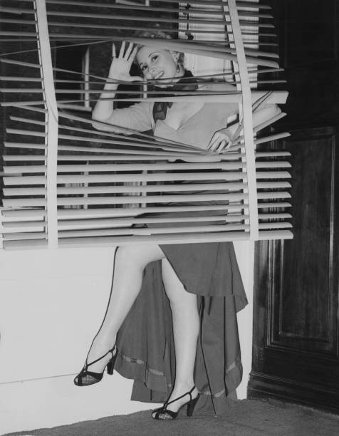 Vertical「Irène Hilda」:写真・画像(14)[壁紙.com]