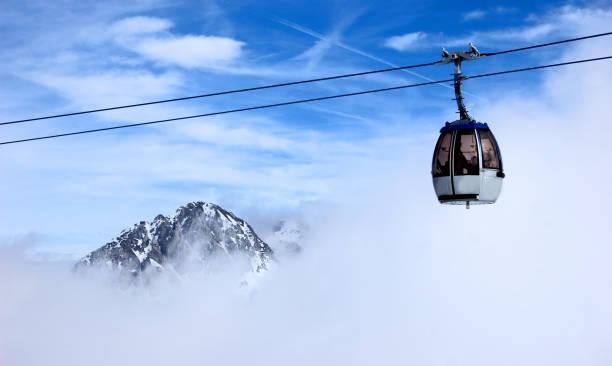 Ski Lift in Clouds:スマホ壁紙(壁紙.com)