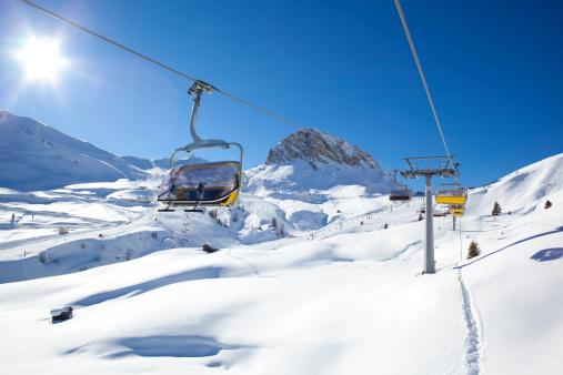 スキー「冬季のスキーリフトの素晴らしい景観」:スマホ壁紙(9)