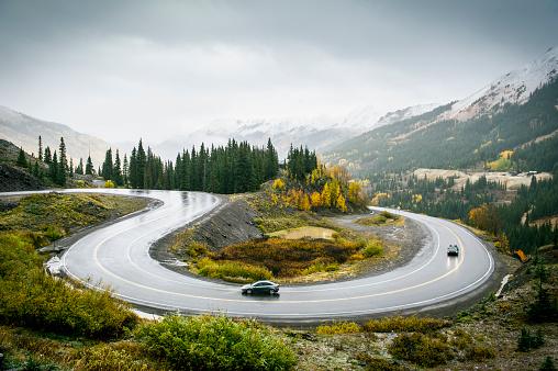 Winding Road「Vehicles on Mountain Road」:スマホ壁紙(9)