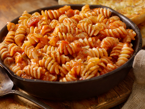 Personal Perspective「Rotini Pasta in Roasted Tomato and Garlic Sauce with Garlic Bread」:スマホ壁紙(0)