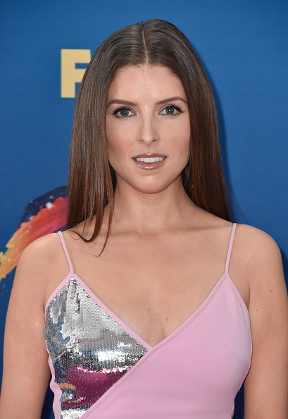 Anna Kendrick「FOX's Teen Choice Awards 2018 - Arrivals」:写真・画像(10)[壁紙.com]