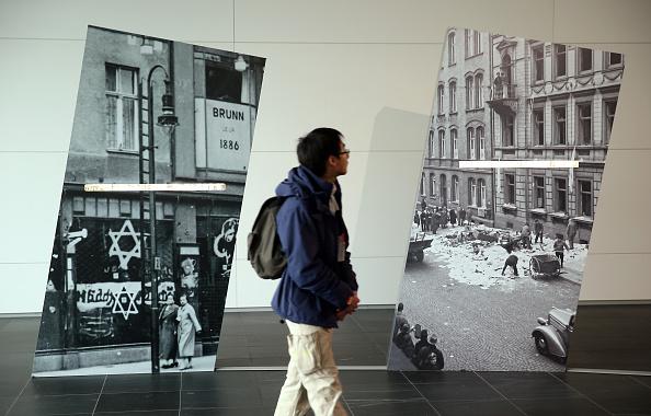 City Life「Germany Commemorates Kristallnacht Pogroms 75th Anniversary」:写真・画像(15)[壁紙.com]