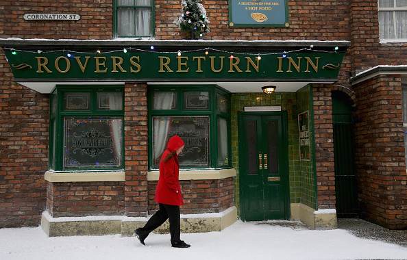Setting「Christmas On The Cobbles Is Celebrated On The Famous Coronation Street Tour」:写真・画像(16)[壁紙.com]