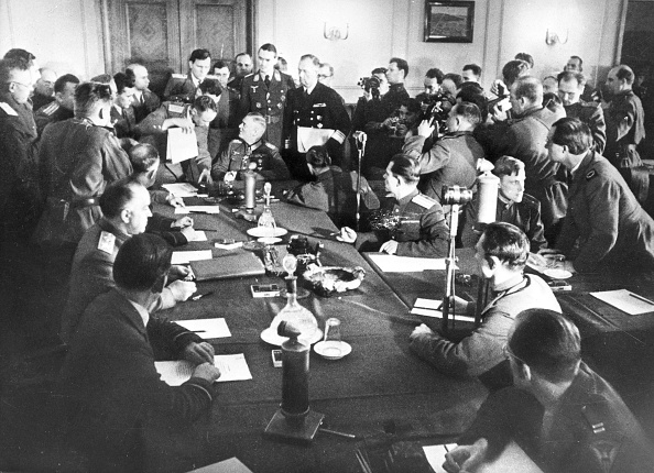 1945「The Signing The German Instrument Of Surrender In Berlin」:写真・画像(15)[壁紙.com]