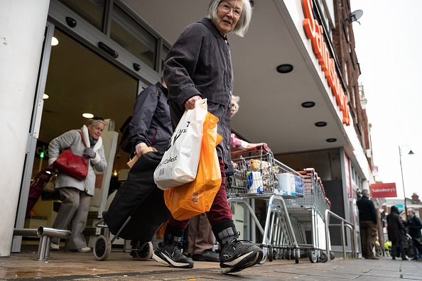 Sainsburys「Supermarkets Enforce Rules To Stop 'Panic Buying,' And Help Elderly」:写真・画像(0)[壁紙.com]