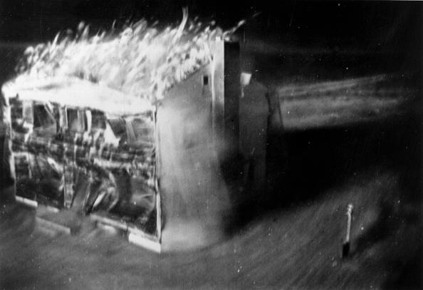 Exploding「House Engulfed」:写真・画像(15)[壁紙.com]