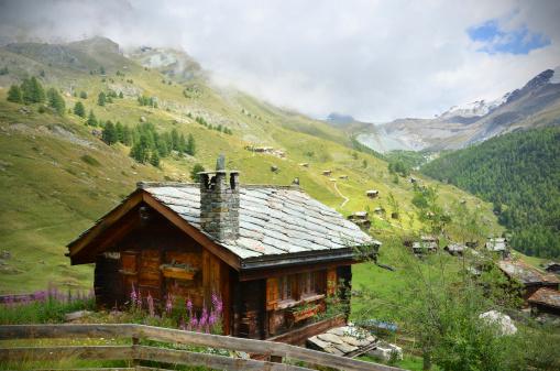 Valais Canton「Picture of a chalet near Zermatt, Swaziland」:スマホ壁紙(13)
