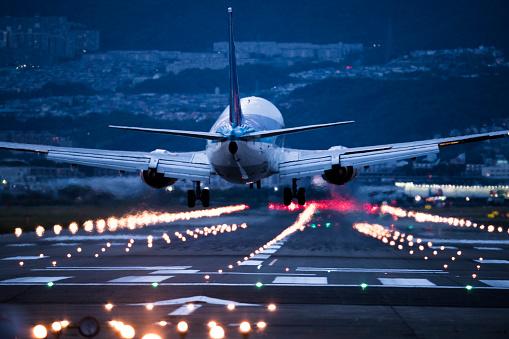 地球「到着の飛行機の背中の画像です。」:スマホ壁紙(19)