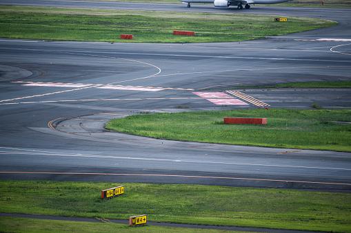 Japan「描画した線を滑走路の写真。」:スマホ壁紙(3)