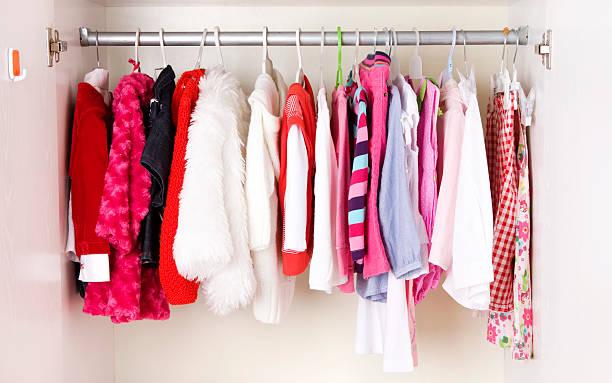 A picture of a close of children clothes:スマホ壁紙(壁紙.com)