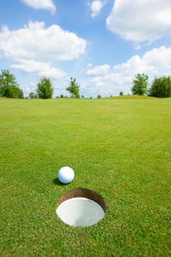 Putting - Golf「Picture of golf ball」:スマホ壁紙(2)