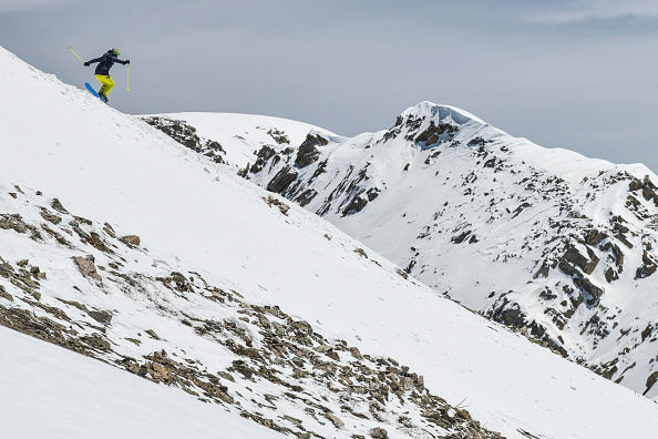 Ski Pole「Skiers And Snowboarders Enjoy Spring Conditions At Arapahoe Basin Over Memorial Day Weekend」:写真・画像(8)[壁紙.com]