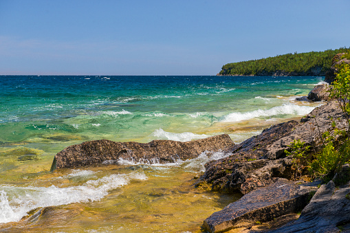 Great Lakes「Natural limestone and dolomite shoreline along the Bruce Trail on the Niagara Escarpment.」:スマホ壁紙(0)