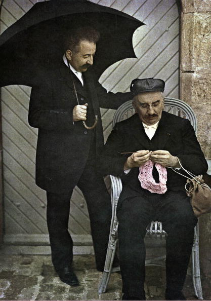 兄弟「the brothers Louis and Auguste Lumiere, inventors of color photography and inventors of the cinema, Autochrome picture taken in 1906-1912 (color photo on glass, 1st color photography process invented in1903)」:写真・画像(4)[壁紙.com]