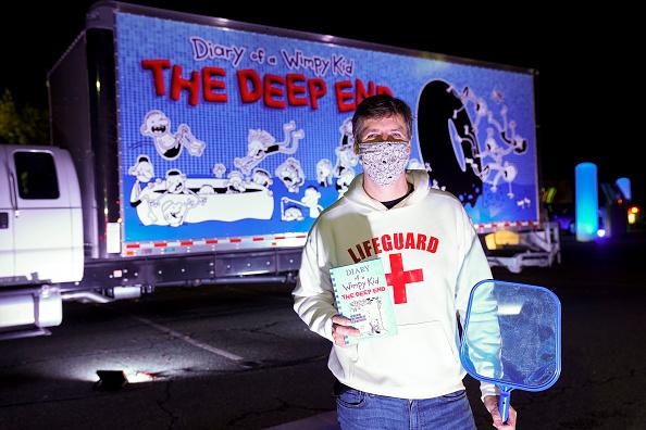 Silver Spring「The Deep End Drive-Thru Pool Party Tour」:写真・画像(13)[壁紙.com]