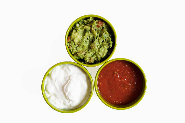 Three bowls filled with salsa guacamole and sour cream, close-up:スマホ壁紙(壁紙.com)