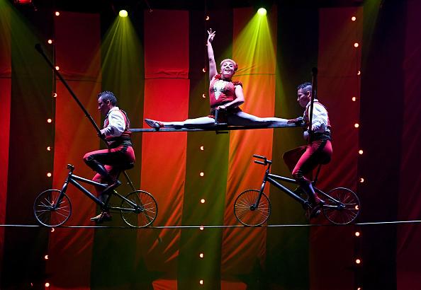 "Tightrope Walking「""CIRCUS 1903"" Celebrates Opening Night At Paris Las Vegas」:写真・画像(12)[壁紙.com]"