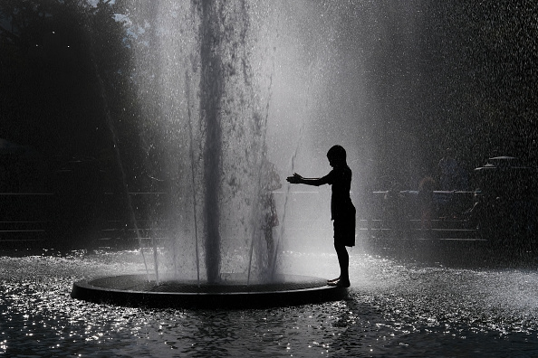 Heat - Temperature「New Yorkers Cool Off As The City Experiences First Stretch Of Hot Summer Weather」:写真・画像(19)[壁紙.com]