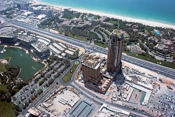 Finance and Economy「Al Sufouh towers 1 and 2 under construction, Dubai Media City, Dubai, UAE, July 2007」:写真・画像(4)[壁紙.com]