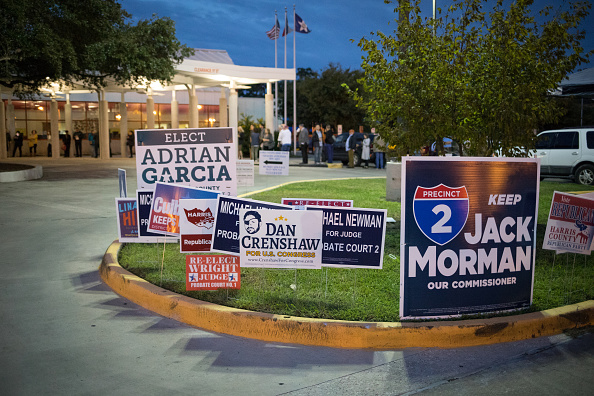 Houston - Texas「Texas Voters Go To The Polls As Early Voting Begins In Lone Star State」:写真・画像(9)[壁紙.com]