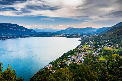 Lake Bourget「Elevated viewpoint over small French village of Bourdeau on the edge of Lake Bourget near Aix les Bains and Chambery city in Alps mountains」:スマホ壁紙(13)