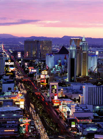 2009「Elevated view over The Strip in Las Vegas at dusk」:スマホ壁紙(19)
