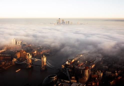 Atmospheric Mood「Elevated view over London shrouded in mist」:スマホ壁紙(12)