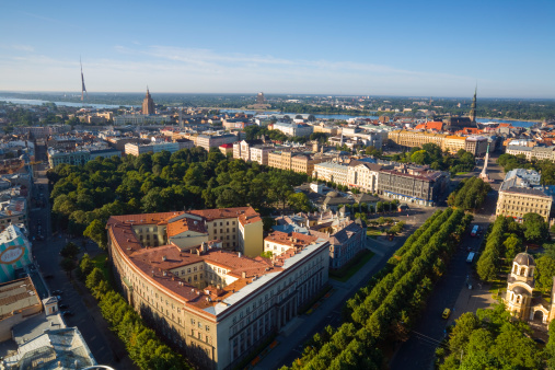 海外旅行「Elevated view over Riga's Old Town」:スマホ壁紙(18)