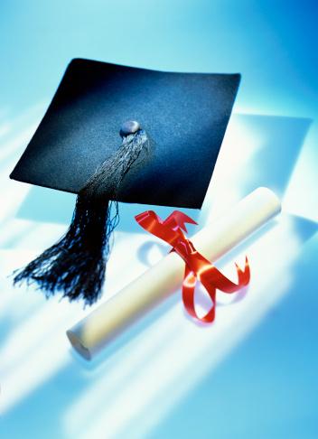 Graduation「elevated view of a graduadation mortar board and certificate」:スマホ壁紙(13)