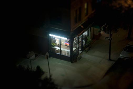 Illuminated「elevated view of corner deli in urban area」:スマホ壁紙(9)