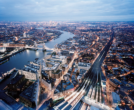London Bridge - England「Elevated view over the city of London at dusk」:スマホ壁紙(10)
