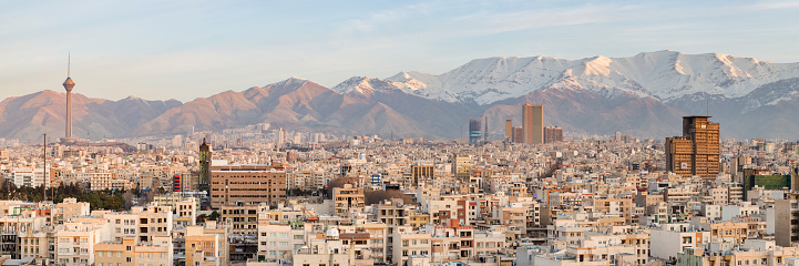 Iranian Culture「Elevated View of the Skyline of Iran Looking South towards the Alborz Mountains at Sunrise」:スマホ壁紙(5)