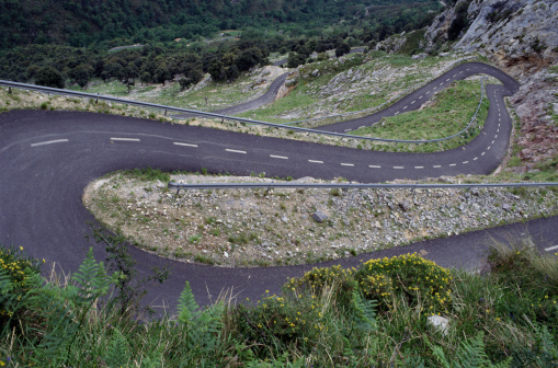 Hairpin Curve「Elevated View of a Curving Mountain Road」:スマホ壁紙(11)