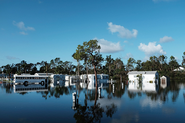 Sweeping「Florida Begins Long Recovery After Hurricane Irma Plows Through State」:写真・画像(13)[壁紙.com]