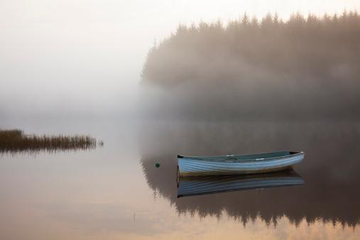 Nautical Vessel「Mist and reflections on Loch Rusky」:スマホ壁紙(19)