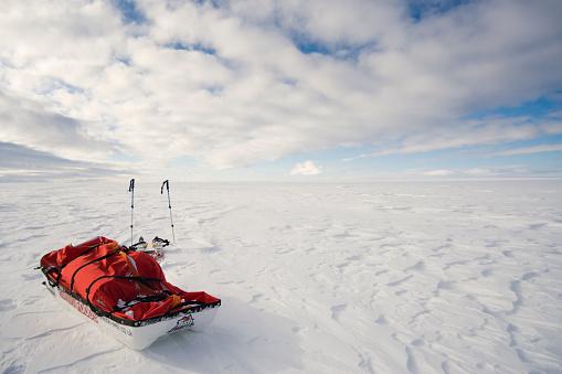 Snow sled「Arctic landscape - Polar expedition rest break point on the ice cap, Greenland」:スマホ壁紙(2)
