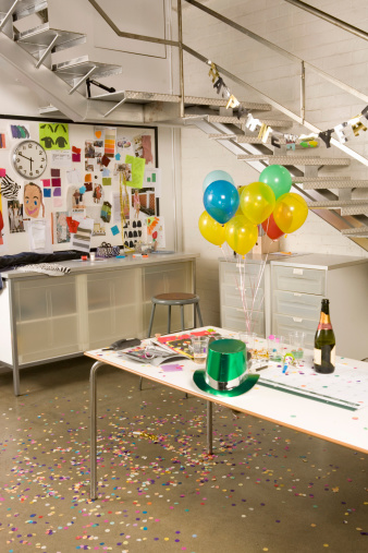 New Year「Office decorated for New Year's Eve celebration」:スマホ壁紙(0)