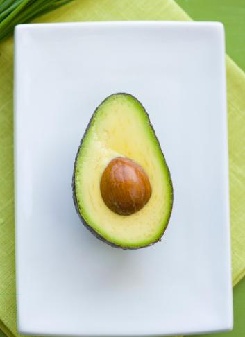 盆「Avocado on serving tray, cross-section」:スマホ壁紙(16)