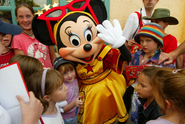 Mickey Mouse「Disneyland Paris Becomes One Of Europe's Most Popular Attractions 」:写真・画像(15)[壁紙.com]