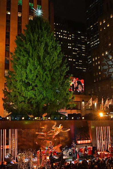 Kelly public「86th Annual Rockefeller Center Christmas Tree Lighting Ceremony」:写真・画像(16)[壁紙.com]