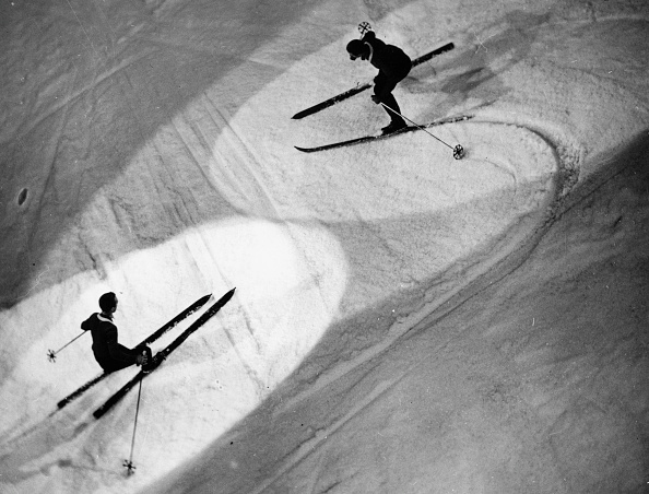 "Electric Light「On the occasion of the ""Great Indoor Winter Sports Carnival"" in the Madison Square Garden two skier are showing their ability, New York, USA, Photograph, Around 1935」:写真・画像(16)[壁紙.com]"
