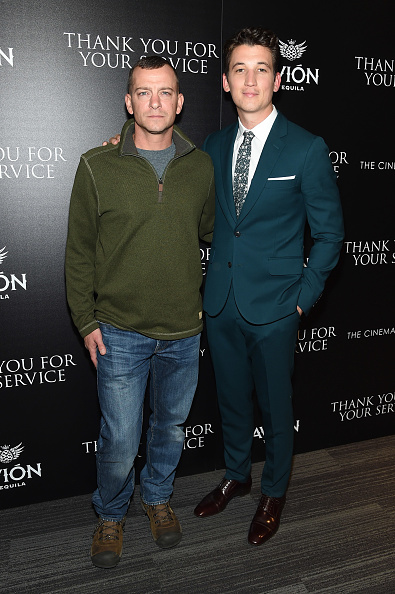 "Full Suit「The Cinema Society Host A Screening Of DreamWorks And Universal Pictures' ""Thank You for Your Service""」:写真・画像(5)[壁紙.com]"