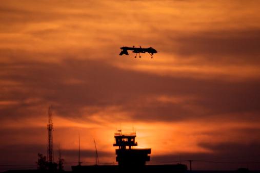 Animals Hunting「A MQ-1 Predator over COB Speicher at sunset, Tikrit, Iraq.」:スマホ壁紙(19)