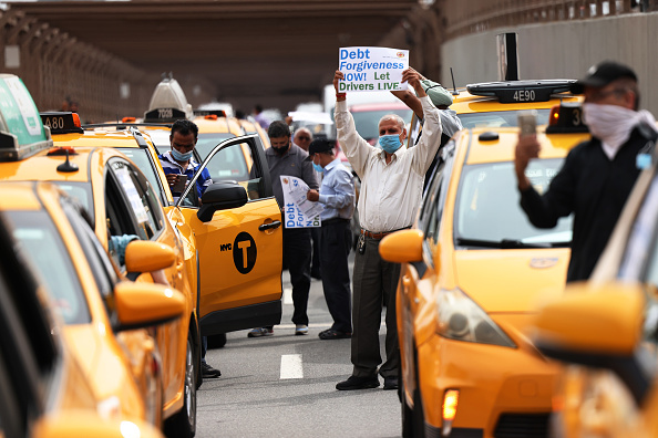 Taxi「Yellow Taxi Owner-Drivers Hold Caravan Rally Calling For Debt Forgiveness For Drivers」:写真・画像(10)[壁紙.com]