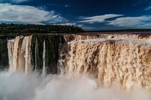 海外旅行「The back of the Garganta del Diablo (Devil's Throat), Iguazu Falls (UNESCO World Heritage Site) from Argentinian side, Iguazu, Argentina」:スマホ壁紙(10)